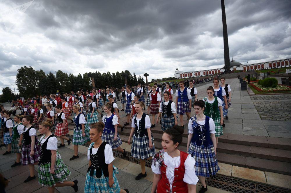 مهرجان سباسكايا باشنيا الدولي للموسيقى العسكرية على الساحة الحمراء في موسكو - فريق أوركيسترا من اسكتلندا