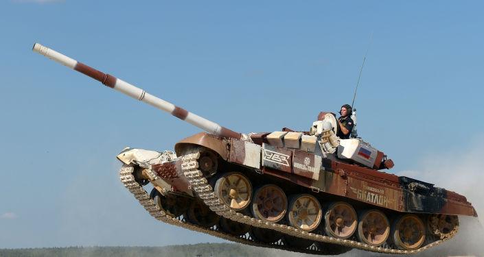 دبابة تي-72بي