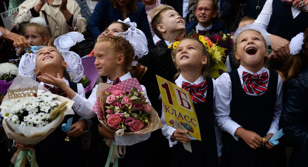 1 سبتمبر/ أيلول - تلاميذ المدارس يحتفلون بيوم المعرفة وبدء العام الدراسي الجديد في نوفوسيبيرسك