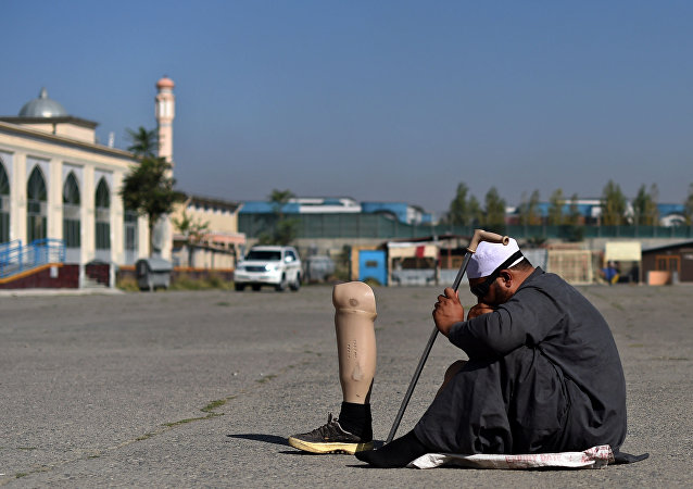 مسلم أفغاني متسول خلال الاحتفال عيد الأضحى في كابول