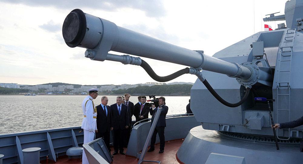 بوتين يتفحص السفينة الحربية الجديدة سوفيرشيني