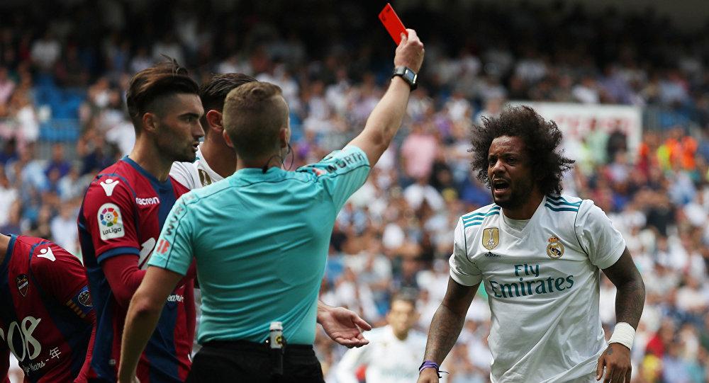 طرد مارسيلو في مباراة ريال مدريد و ليفانتي