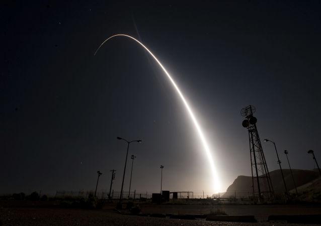 إطلاق صاروخ عابر للقارات ميلينيوم 3 الأمريكي