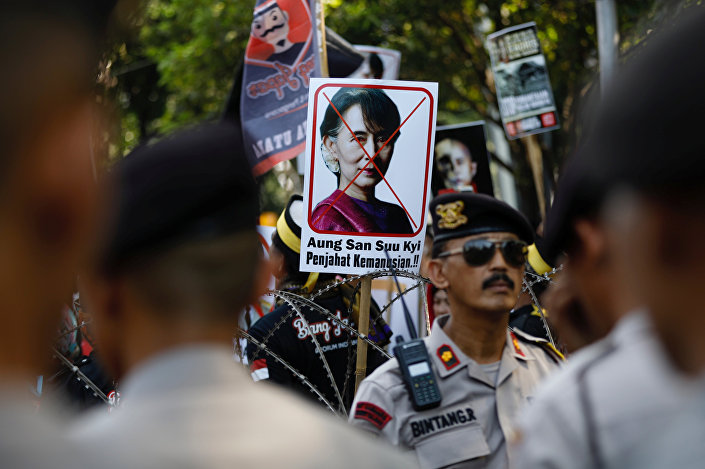 معترضون على رئيسة ميانمار في إندونيسيا