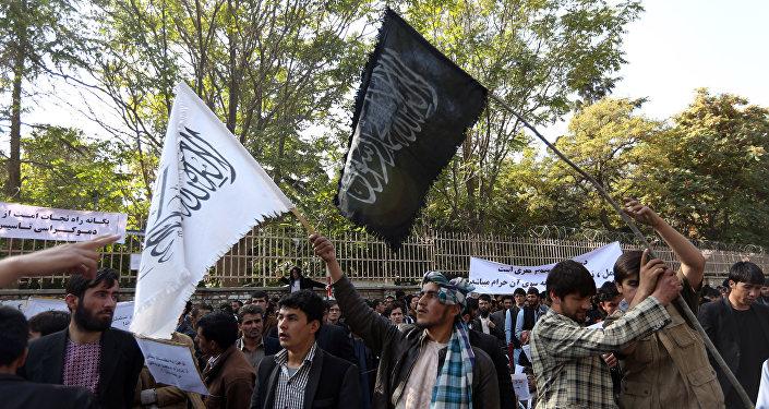 مظاهرات حاشدة في ضواحي كابول احتجاجا على إساءة القوات الأميركية للمقدسات الإسلامية