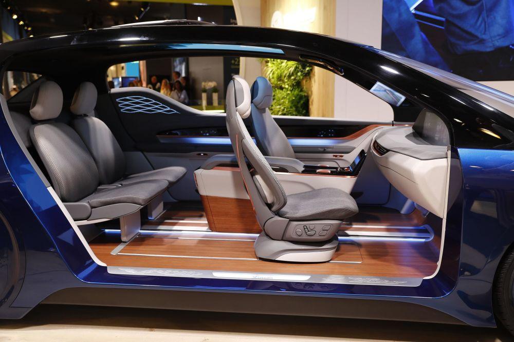 صالون سيارة، التي أنشأتها يان فنغ للسيارات، في معرض فرانكفورت للسيارات