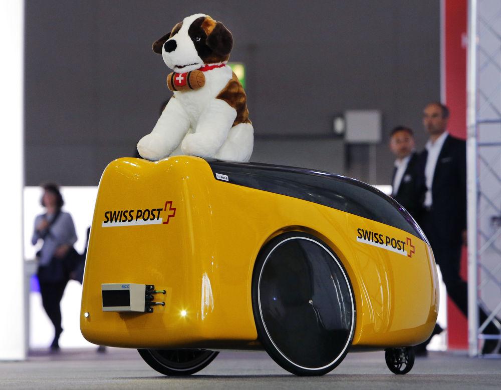 سيارة صغيرة مع لعبة في معرض فرانكفورت للسيارات