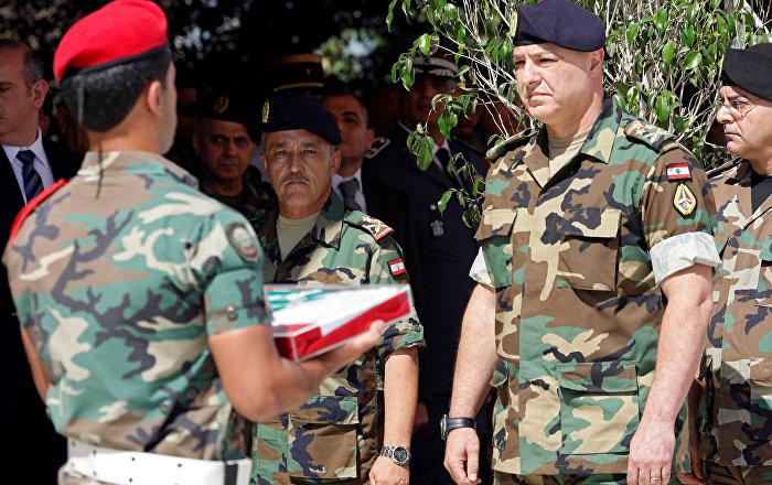 إعلامي لبناني يكشف  خفايا صورة قائد الجيش اللبناني مع العميل الإسرائيلي الفاخوري