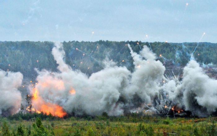 التدريبات العسكرية في منطقة لينينغراد