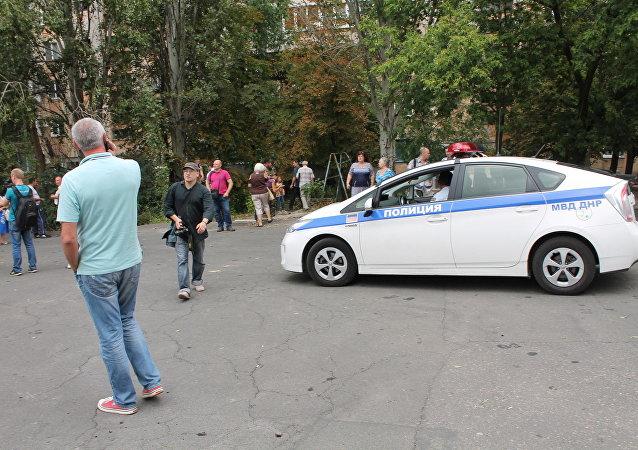 سيارة شرطة مكان الانفجار في وسط دونيتسك