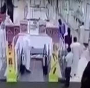 سعودي ينقذ طفلا