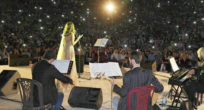 فايا يونان تقدم حفلا فنيا على مدرج قلعة حلب
