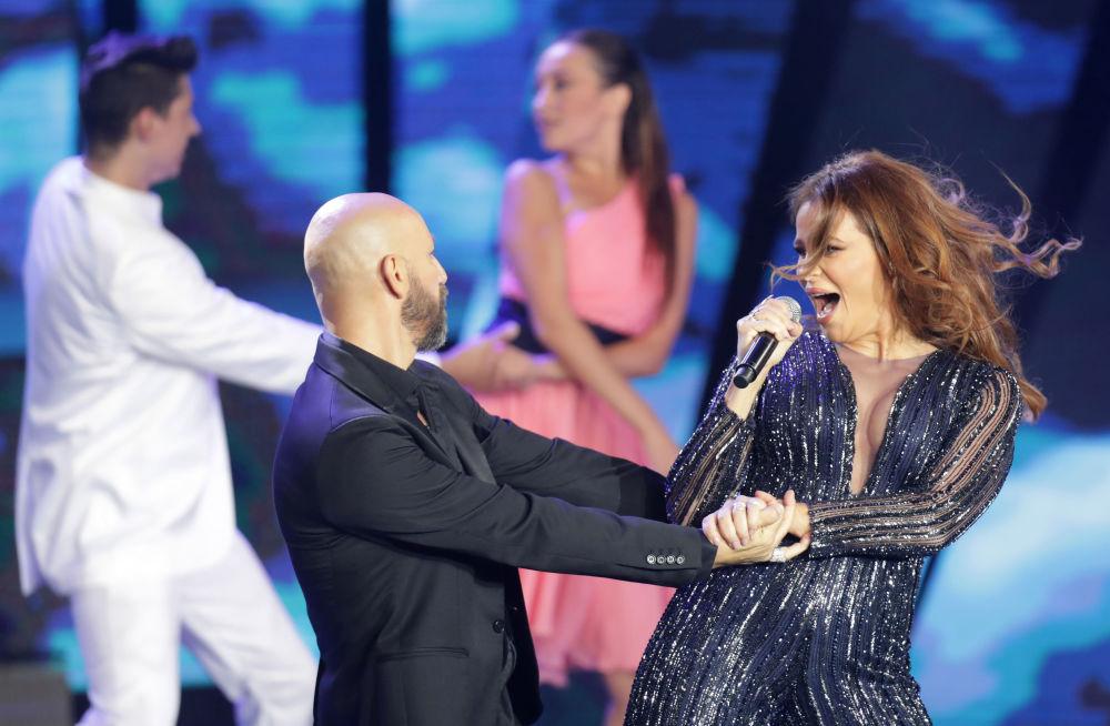 مسابقة ملكة جمال لبنان لعام 2017 - المغنية اللبنانية كارول سماحة خلال فقرة غنائية فني في المسابقة، 24 سبتمبر/ أيلول 2017