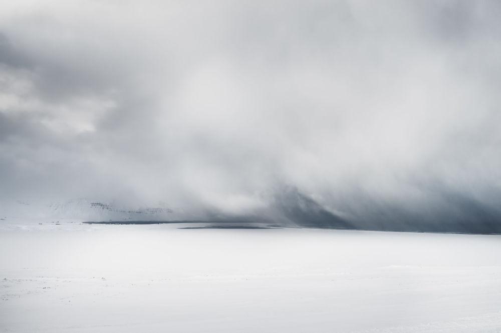 عين العاصفة أدريان ثيز، الذي احتل المركز الأول في مسابقة مصور الطقس لعام 2017