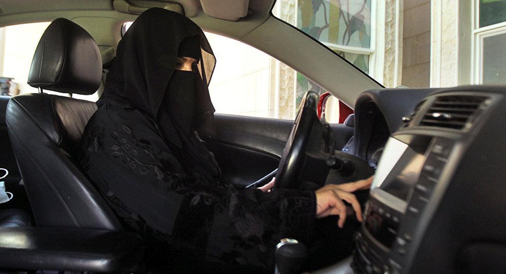 المرأة السعودية تقود السيارة