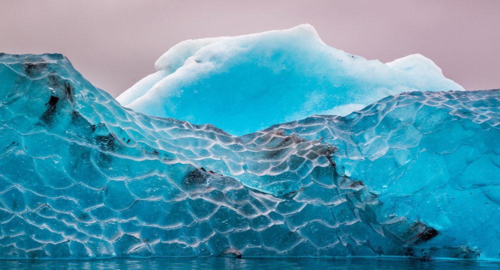 الجبل الجليدي الأزرق