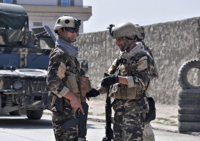 هجوم صاروخي على مطار كابول بالتزامن مع زيارة وزير الدفاع الأميركي