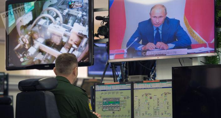 قال الرئيس الروسي فلاديمير بوتين، اليوم الأربعاء، إن التخلص من آخر ذخيرة كيميائية في روسيا حدث تاريخي.