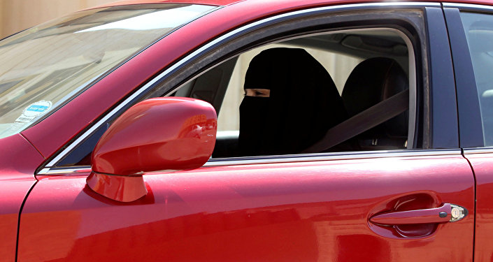 امرأة تقود السيارة في الرياض