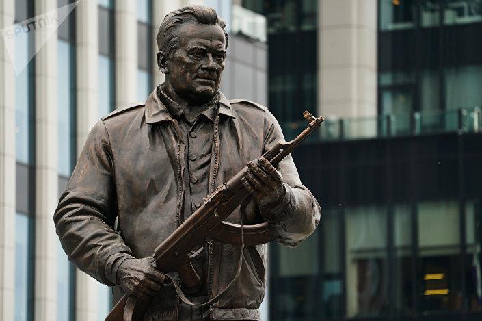 تمثال ميخائيل كلاشنيكوف