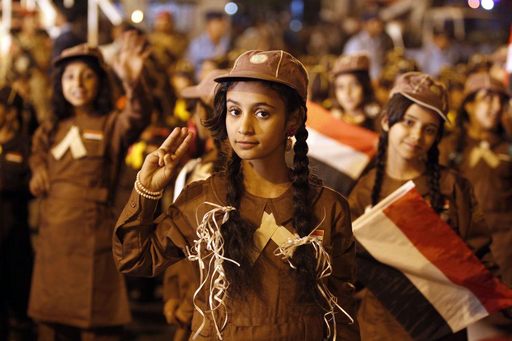 الكشافة يشاؤكون في موكب للاحتفال بالذكرى السنوية لثورة 1962 في العاصمة صنعاء، اليمن في 25 سبتمبر / أيلول 2017