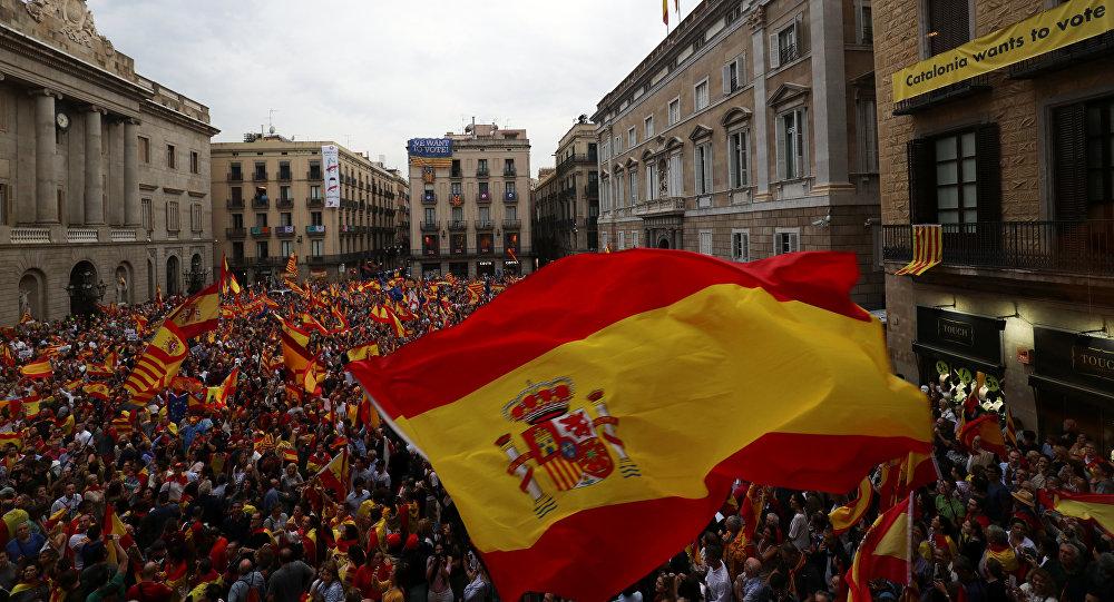 متظاهرون ضد استقلال كتالونيا