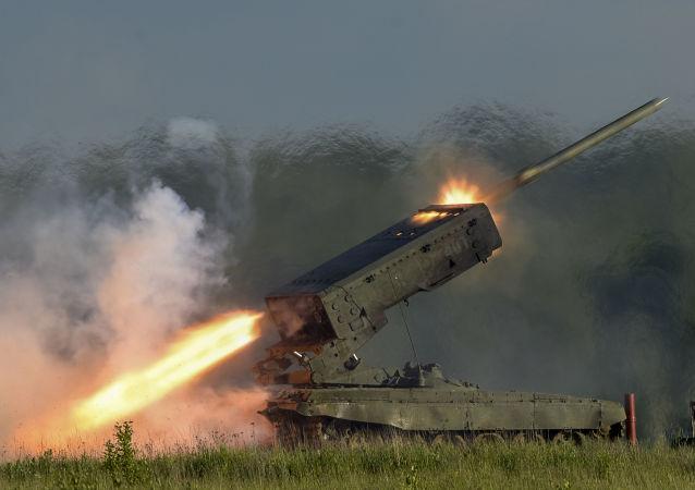 إطلاق صاروخ مع نظام قاذف اللهب الثقيل، توس- أ1 سولنتسيبيك