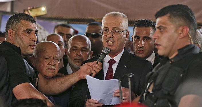 رئيس الوزراء الفلسطيني رامي الحمدالله أثناء إلقاء كلمة في مدينة غزة، قطاع غزة، فلسطين 2 أكتوبر/ تشرين الأول 2017