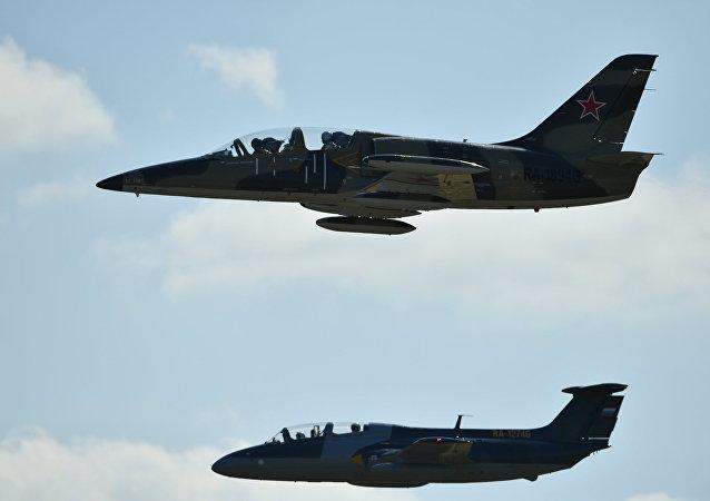 طائرتان من طراز إل-39