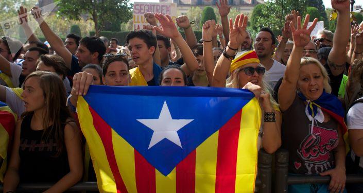 متظاهرون خرجوا لتأييد استفتاء كتالونيا في برشلونة