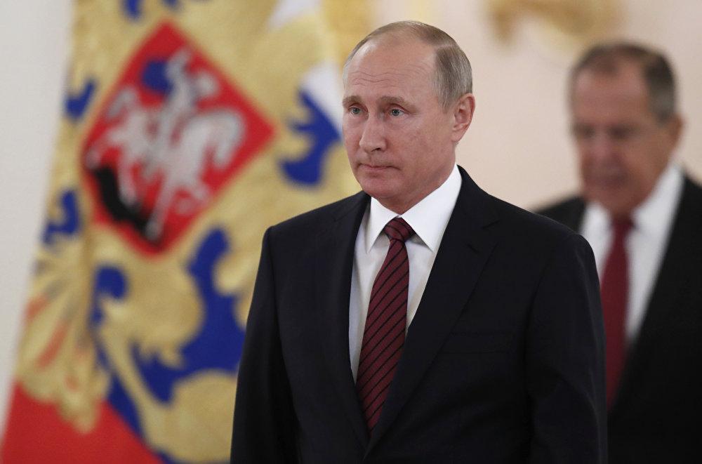 الرئيس الروسي فلاديمير بوتين ووزير الخارجية الروسي سيرغي لافروف في الكرملين، موسكو، روسيا