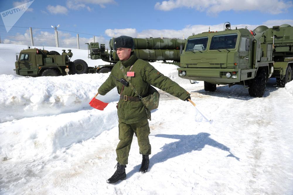 مناورات القوات الفضائية الجوية وتحضير لإطلاق منظومة إس-400 (تريومف) في ضواحي موسكو، روسيا