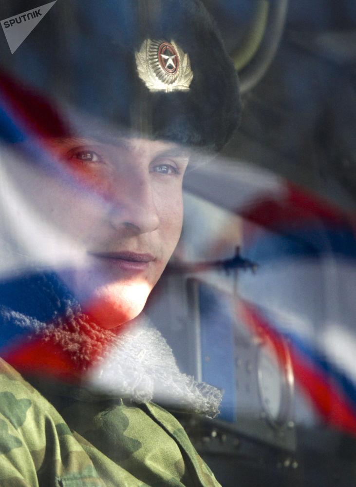 أحد أفراد الفوج اللصاروخي التابع للقوات الفضائية الجوية الروسية