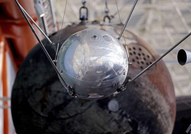 أول قمر صناعي سوفيتي زيمليا في متحف سياتل