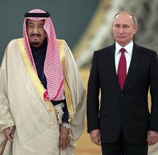 العاهل السعودي، الملك سلمان بن عبد العزيز آل سعود والرئيس الروسي فلاديمير بوتين في قصر الكرملين، موسكو، روسيا