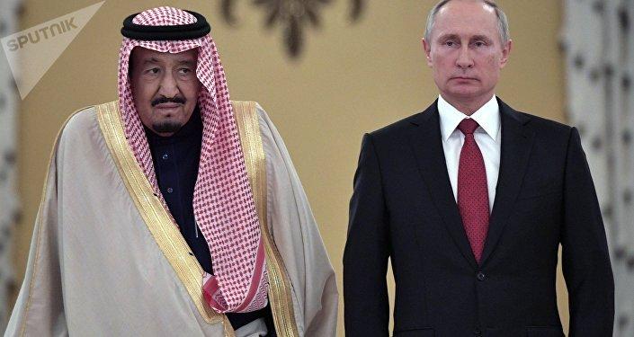 محادثات العاهل السعودي الملك سلمان بن عبد العزيز آل سعود والرئيس الروسي فلاديمير بوتين في قصر الكرملين، موسكو، روسيا