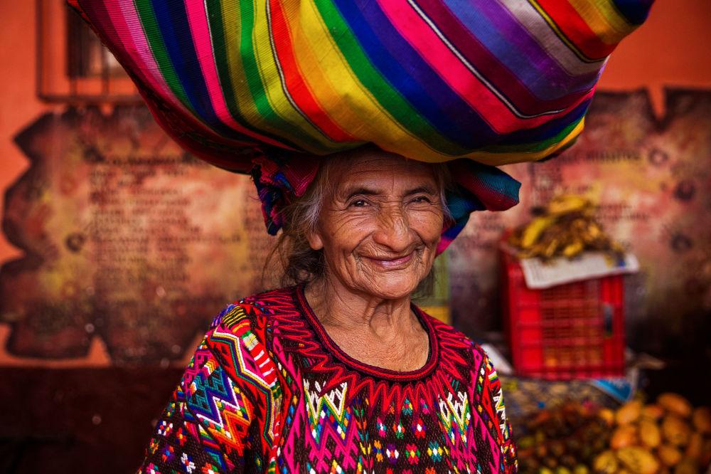 كتاب أطلس الجمال (The Atlas of Beauty) - صورة لامرأة من غواتيمالا