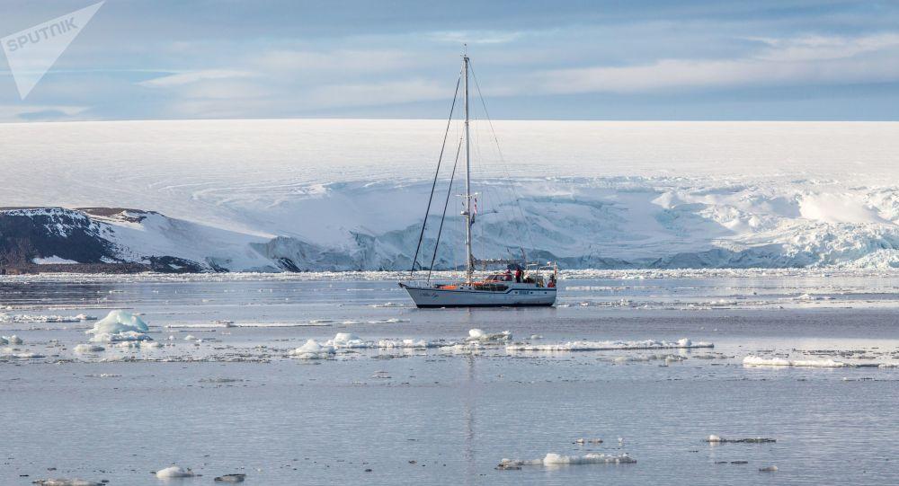 أرخبيل أرض فرانس جوزيف في بحر بارنتس في منطقة القطب الشمالي - يخت للأبحاث العلمية Alter Ego