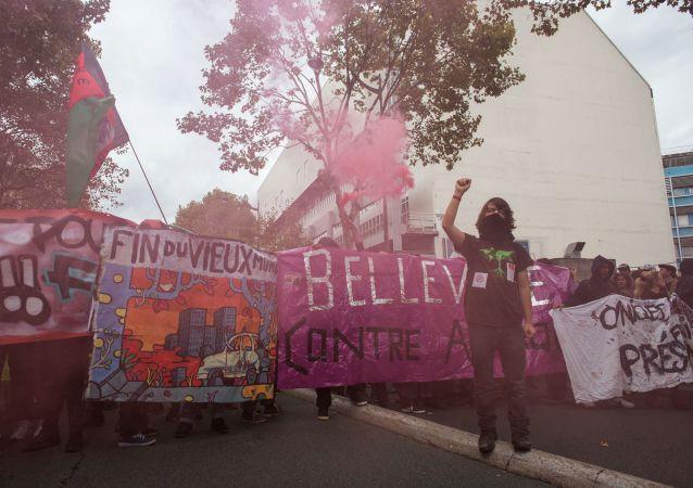 تشهد باريس عددا من المظاهرات التي تنظمها نقابات القطاع العام، بالإضافة لسلسلة إضرابات، اعتراضا على التعديلات والمقررات التي اعتمدتها حكومة الرئيس إمانويل ماكرون والمتعلقة بالقطاع العام، فرنسا 10 أكتوبر/ تشرين الأول 2017