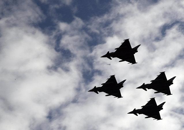 المقاتلات الإسبانيات المشاراكات في العرض العسكري