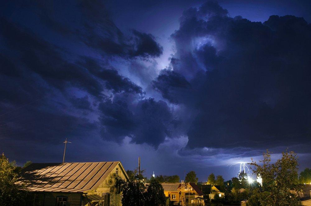 عظمة السماء للمصورة، أولغا أكيموفا، التي دخلت في نهائيات مسابقة مصور الطقس لعام 2017