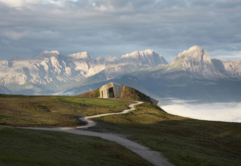 صورة لمتحف جبل ميسنر في إيطاليا من قبل المصور توم رو، المرشح للنهائي في فئة حس المكان سينس أوف بليس