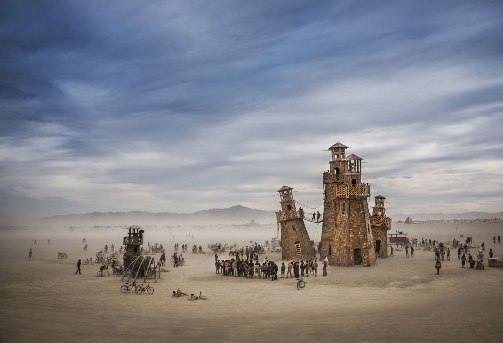 صورة المنارة في مهرجان بيرنينغ مان في الولايات المتحدة من قبل المصور توم ستهل، وهو المتأهل للتصفيات النهائية في فئة حس المكان،سينس أوف بليس