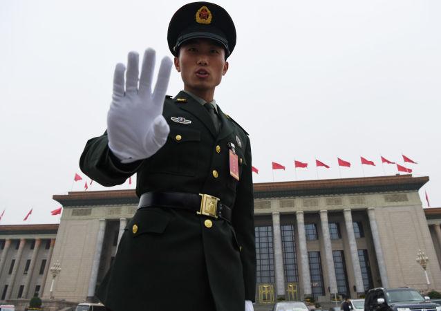 خلال انتظار وصول الوفود والنواب الصينيين إلى افتتاح المؤتمر التاسع عشر للحزب الشيوعي في بكين، الصين 18 أكتوبر/ تشرين الأول 2017