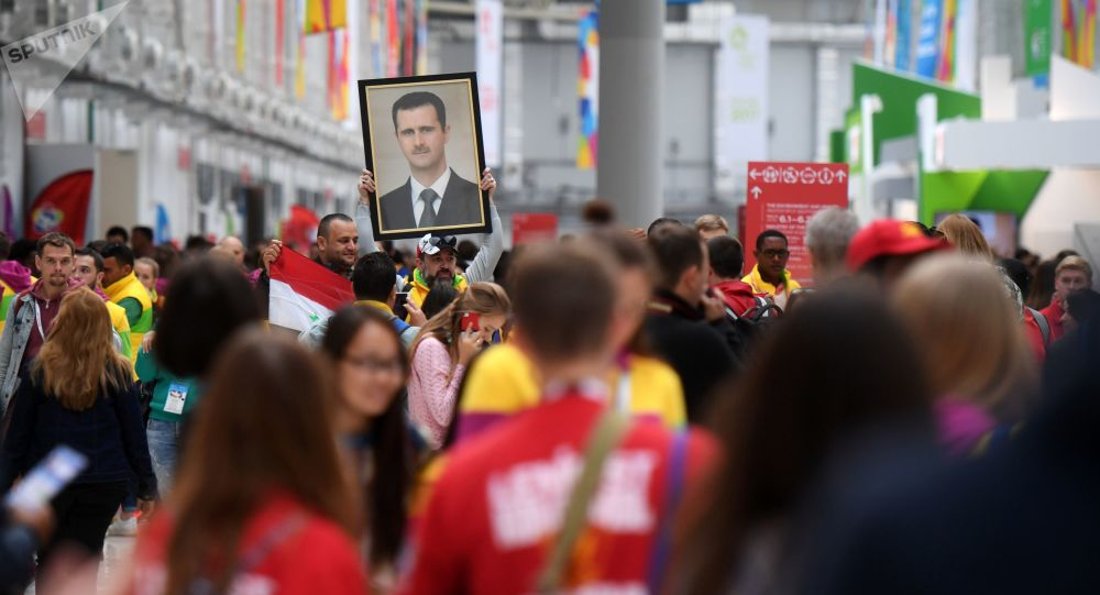 مشاركون في المهرجان اللشبابي والطلابي التاسع عشر في مدينة سوتشي، روسيا