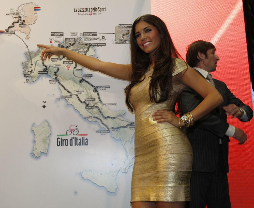 المملثة الهولندية يولانتا كابو فان كاسبرغين، صديقة لاعب فريق كرة قدم إنتر ميلان الهولندي ويسلي سنايدر في ميلانو، إيطاليا 24 أكتوبر/ تشرين الأول 2009