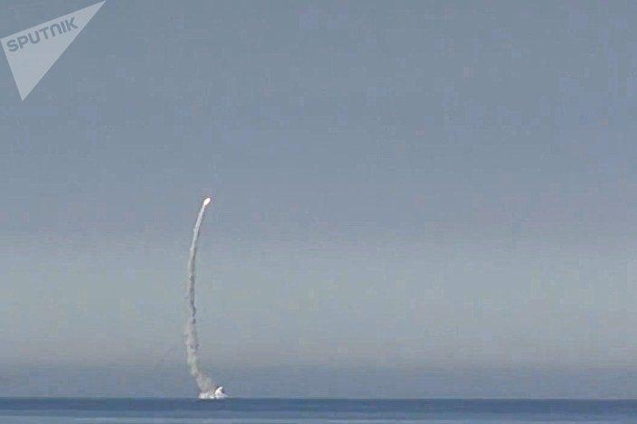 Пуск крылатой ракеты Калибр с атомной подводной лодки Северного флота Северодвинск