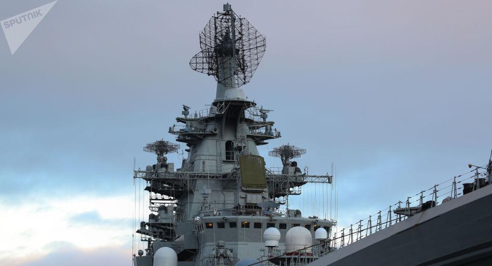 الطراد النووي بيتر فيليكي (بطرس الأكبر) في ميناء سيفيرومورسك، روسيا