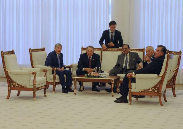 نزاربايف يلتقي اليوم وفود البلدان الضامنة لجولة أستانا 7