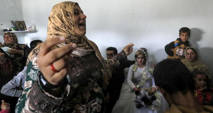 الأفراح تعود إلى مدينة الرقة بعد تحريرها من داعش - العريس أحمد والعروسة هبة، 27 أكتوبر/ تشرين الأول 2017